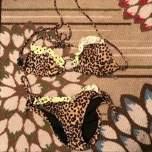 Cute Victoria's Secret Ruffle Polka-Dot Bikini Set